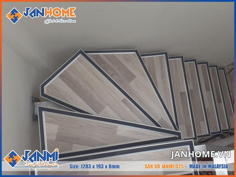 Sàn gỗ janmi O25 được ứng dụng để ốp bậc cầu thang mang đến trải nghiệm mới lạ hơn