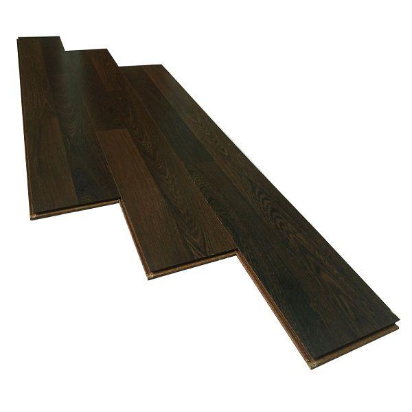 Sàn gỗ JANMI WE21 có màu nâu tối và vân gỗ to, bản lớn, tạo cảm giác chân thực như ván gỗ tự nhiên. Sản phẩm có kích thước 193×1283 mm, độ dày 8mm nên chỉ phù hợp cho những không gian ít người đi lại như phòng ngủ hoặc phòng làm việc Nội dung chính bài Viết 1 Thông tin về sàn gỗ Janmi WE21 1.1 Janmi WE21 có cấu tạo gồm các lớp sau: 2 Các đặc tính nổi bật của sàn gỗ Janmi Thông tin về sàn gỗ Janmi WE21 Sản phẩm là một trong những mã hàng của sàn gỗ Janmi, được sản xuất tại nhà máy Robina Flooring Sdn Bhd có trụ sở tại malaysia Janmi WE21 có cấu tạo gồm các lớp sau: Lớp bề mặt đa tầng có khả năng chống khuẩn, ngăn chặn sự phát triển của nấm mốc, chống xước, chống nước và trơn trượt Lớp giấy tạo vân gỗ Lớp lõi HDF đạt tiêu chuẩn E1 Lớp cân bằng giữ sàn gỗ được ổn định và ngăn không cho nước từ sàn bê tông hắt lên Hệ thống cách âm Sound-block Hệ thống khóa hèm R-click giúp cho việc lắp đặt diễn ra đơn giản, dễ dàng,se khít mà không cần dùng keo. Hệ thống hèm khóa được phủ một lớp chống ẩm và giảm tiếng cót két Các đặc tính nổi bật của sàn gỗ Janmi Chống trầy xước, chống trơn trượt, chịu được lực nén cao và sự va đập mạnh Chịu nước tốt Chịu được nhiệt độ cao của nhiệt độ môi trường và tàn thuốc lá Không bị nấm mốc, mối mọt phá hoại Lượng khí thải Formadihyde thấp(E1) nên rất an toàn cho sức khỏe con người và môi trường xung quanh Lắp đặt nhanh chóng, dễ dàng không cần dùng keo, có thể sử dụng ngay sau khi lắp đặt Sàn gỗ Janmi WE21 là sàn gỗ Malaysia được rất nhiều người tiêu dùng ưu chuộng. Sản phẩm mang đến phong cách hiện đại, thích hợp cho những chung cư, nhà riêng có diện tích vừa, nhiều sáng Một số hình ảnh thi công thực tế sàn gỗ WE21 Ảnh thực tế sàn gỗ Janmi WE21 rất phù hợp với phòng ngủ Ảnh thực tế sàn gỗ Janmi WE21 rất phù hợp với phòng ngủ Thi công ảnh thực tế sàn gỗ Janmi WE21 tại phòng ngủ Thi công ảnh thực tế sàn gỗ Janmi WE21 tại phòng ngủ Sàn gỗ JANMI WE21 lát sàn chung cư